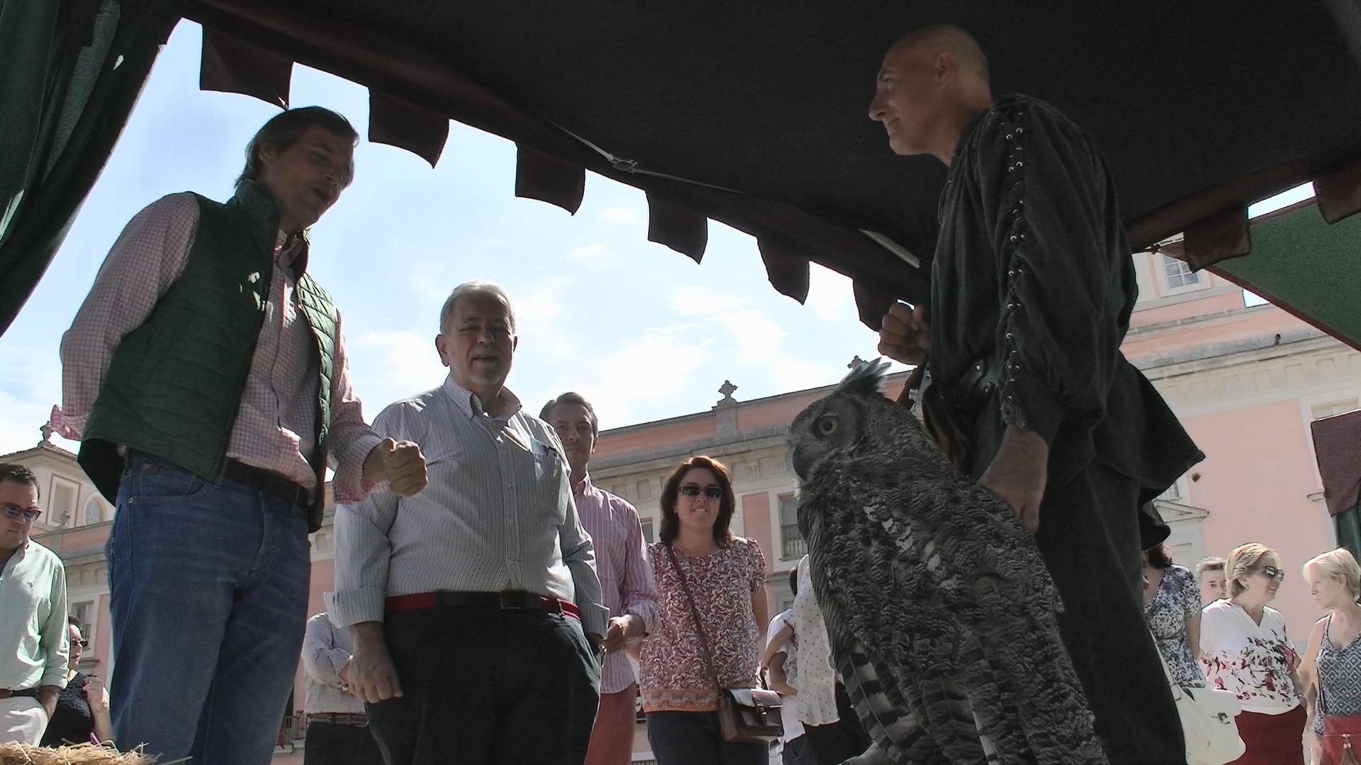 Antonio Beeteta visita el mercado medieval Boadilla 2015