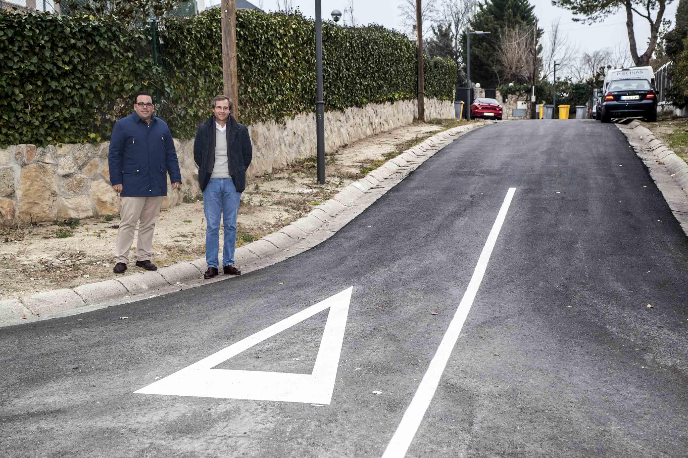 El Alcalde y el Concejal de Servicios a la ciudad visitan las obras de asfaltado de las urbanizaciones históricas