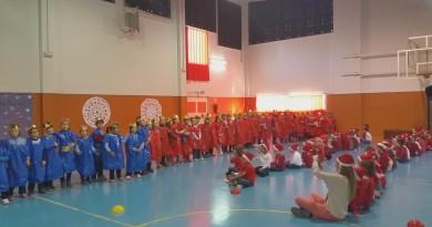 Niños del Colegio Teresa Berganza de Boadilla del Monte cantando villancicos