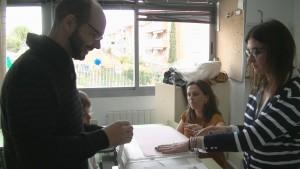 José Luis Pozuelo de UPyD ejerciendo su derecho al voto