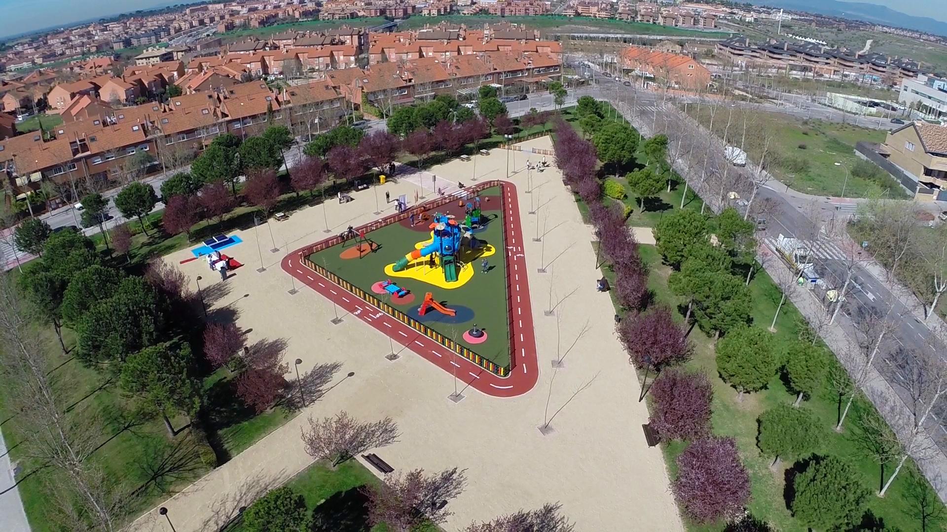 Parques m s accesibles para ni os con problemas de for Parques de barcelona para ninos