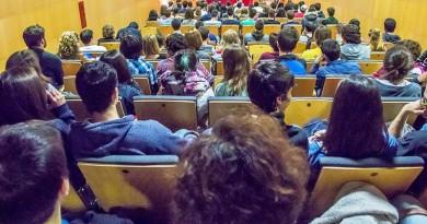 Alumnos de instituo en Boadilla del Monte atendiendo a clase