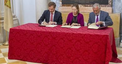 El Ayuntamiento y el Ministerio de Fomento firman un convenio para la recuperación de las huertas del Palacio