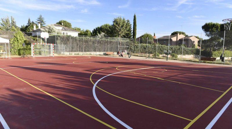 Nuevas pistas polideportivas en la Urbanización de Valdecabañas