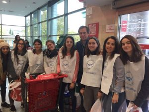 jovenes-y-solidarios-en-recogida-alimentos