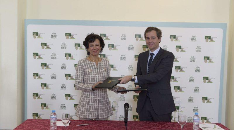Ana Botín y Antonio González Terol firmando un acuerdo de colaboración