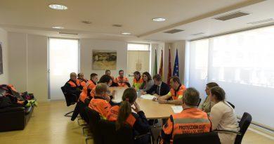 Protección civil de Boadilla presentando su memoria anual al Alcalde