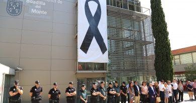 Minuto de silencio en Boadilla por los atentados de Cataluña
