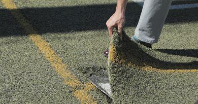 Renovación del cesped artificial del Polideportivo