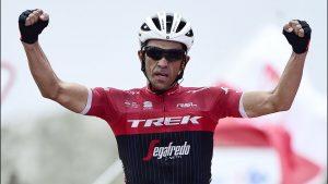 Contador celebrando su victoria en L'Angliru