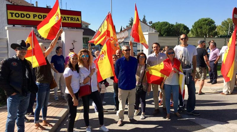 Vecinos homenajean a la Guardia Civil en Boadilla
