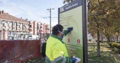 Brigada antipintadas de la empresa URBASER. Operatio quitando una pintada garfiti