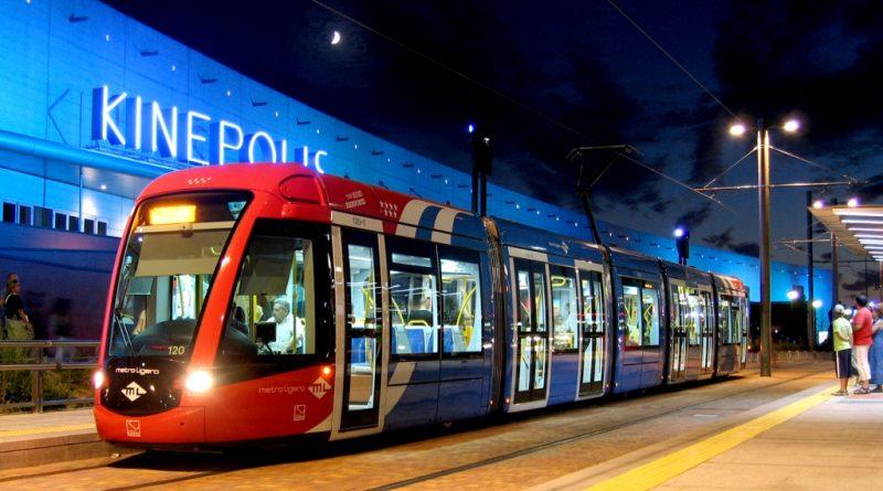 Metro Ligero Oeste a su paso por Kinépolis