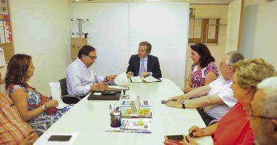 El Ayuntamiento subvenciona con 210.000 euros las actividades y el transporte de los mayores