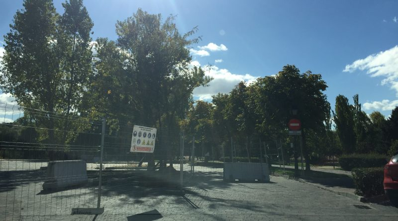 Aparcamiento sobre una vía pecuaria del municipio