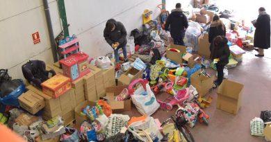 Kelisidina Ayuda dona al Ayuntamiento juguetes nuevos para regalar en Reyes a los niños más desfavorecidos