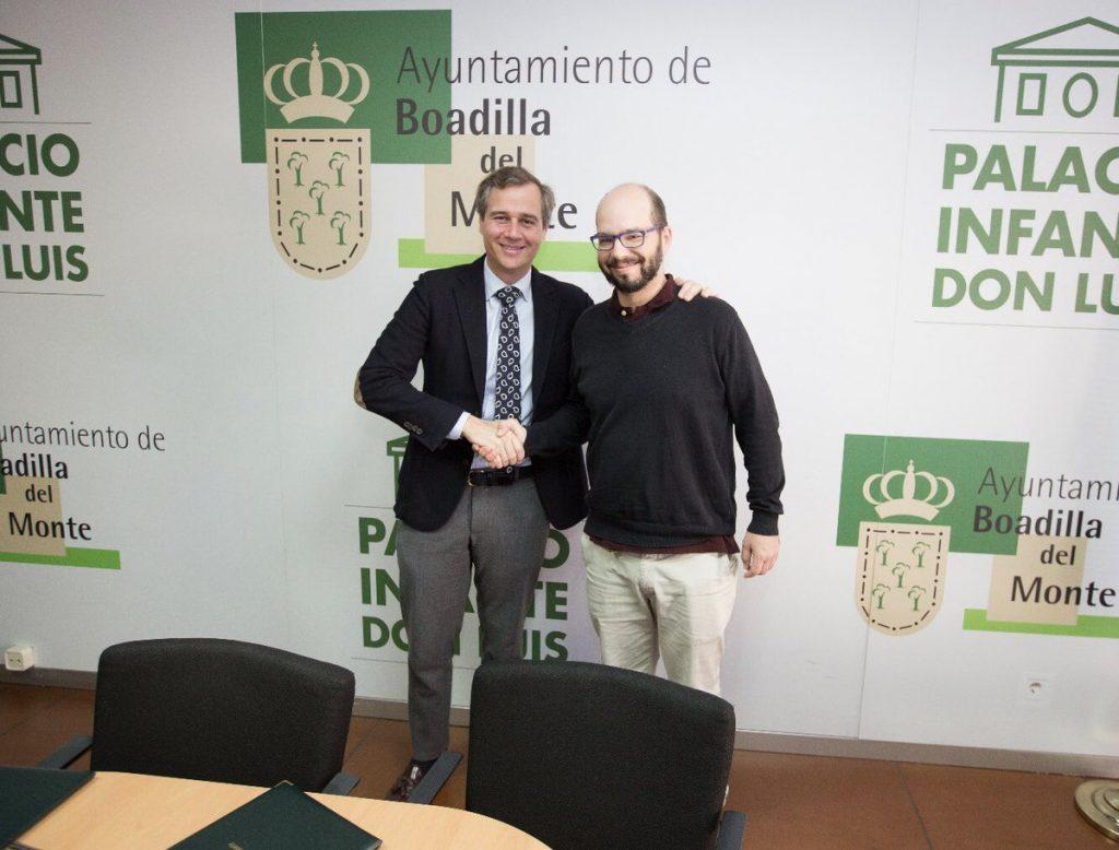 Esta imagen tiene un atributo ALT vacío; su nombre de archivo es José-Luis-Pozuelo-del-AMPA-José-Bergamín-renueva-el-convenio-con-Antonio-González-Terol-1024x778.jpg