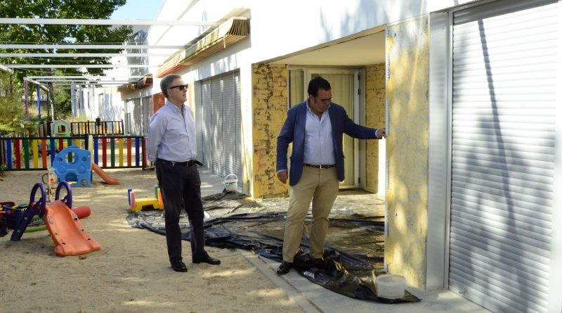 El Ayuntamiento realiza obras de mejora en las escuelas infantiles durante el verano