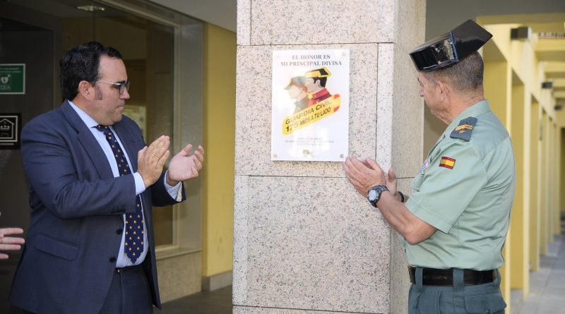 Placa en homenaje a la Guardia Civil en su 175 aniversario