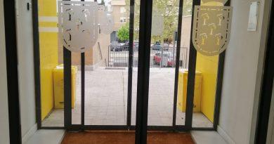 Teleboadilla. Puertas automáticas de la bilbioteca Ortega y Gasset de BoadillaTeleboadilla. Puertas automáticas de la bilbioteca Ortega y Gasset de Boadilla
