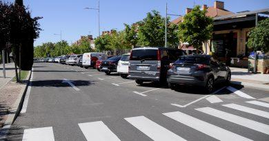 Teleboadilla. Aparcamiento en batería en la calle Isabel de Farnesio de Boadilla del Monte