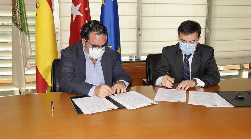 Teleboadilla. Javier Úbeda, alcalde de Boadilla firma un convenio con el MLO para dar empleo a personas en situación de vulnerabilidad