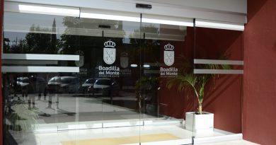 Teleboadilla. Instaladas puertas automáticas en el auditorio municipal