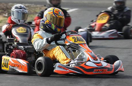Carreras en un circuito de karts