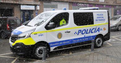 Teleboadilla. Coche de policía en plena nevada