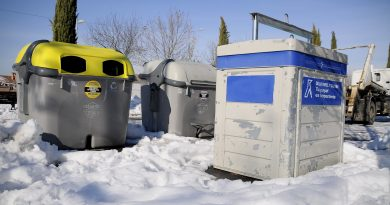 Teleboadilla. Contenedores de basura después de la gran nevdada en Boadilla