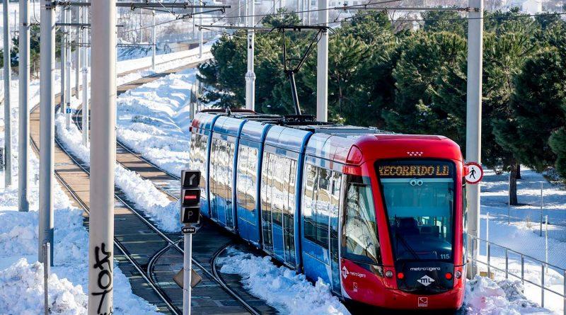 eleboadilla. Metro ligero durante el temporal de nieve en Boadilla