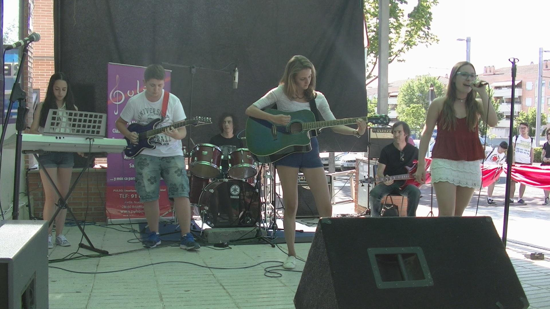 Concierto en la calle de los alumnos de la escuela de música Pulso