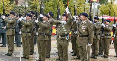 Homenaje a la memoria de militares fallecidos en acto de servicio
