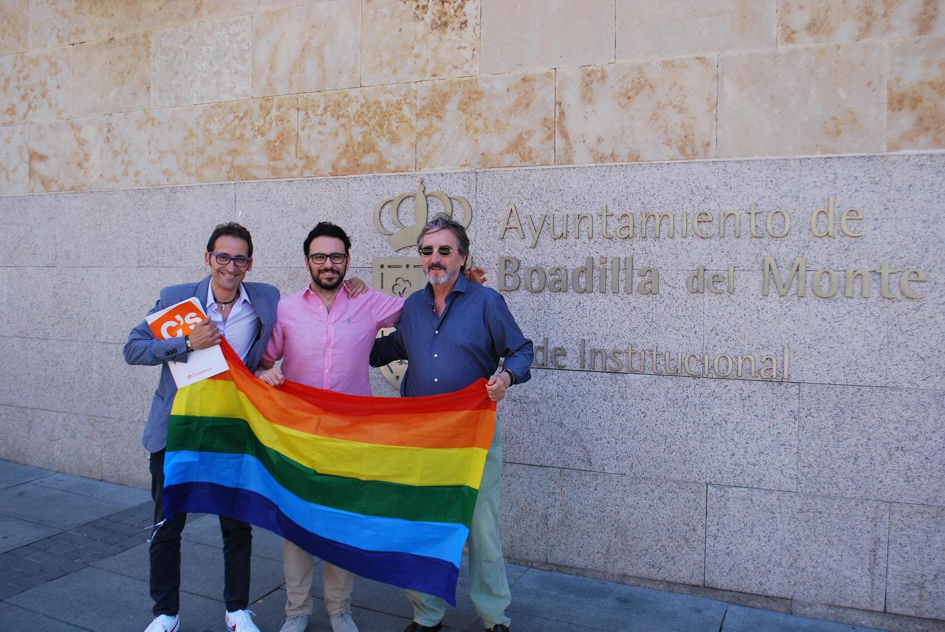Ciudadanos pide colgar la bandera arco iris del colectivo LGTB