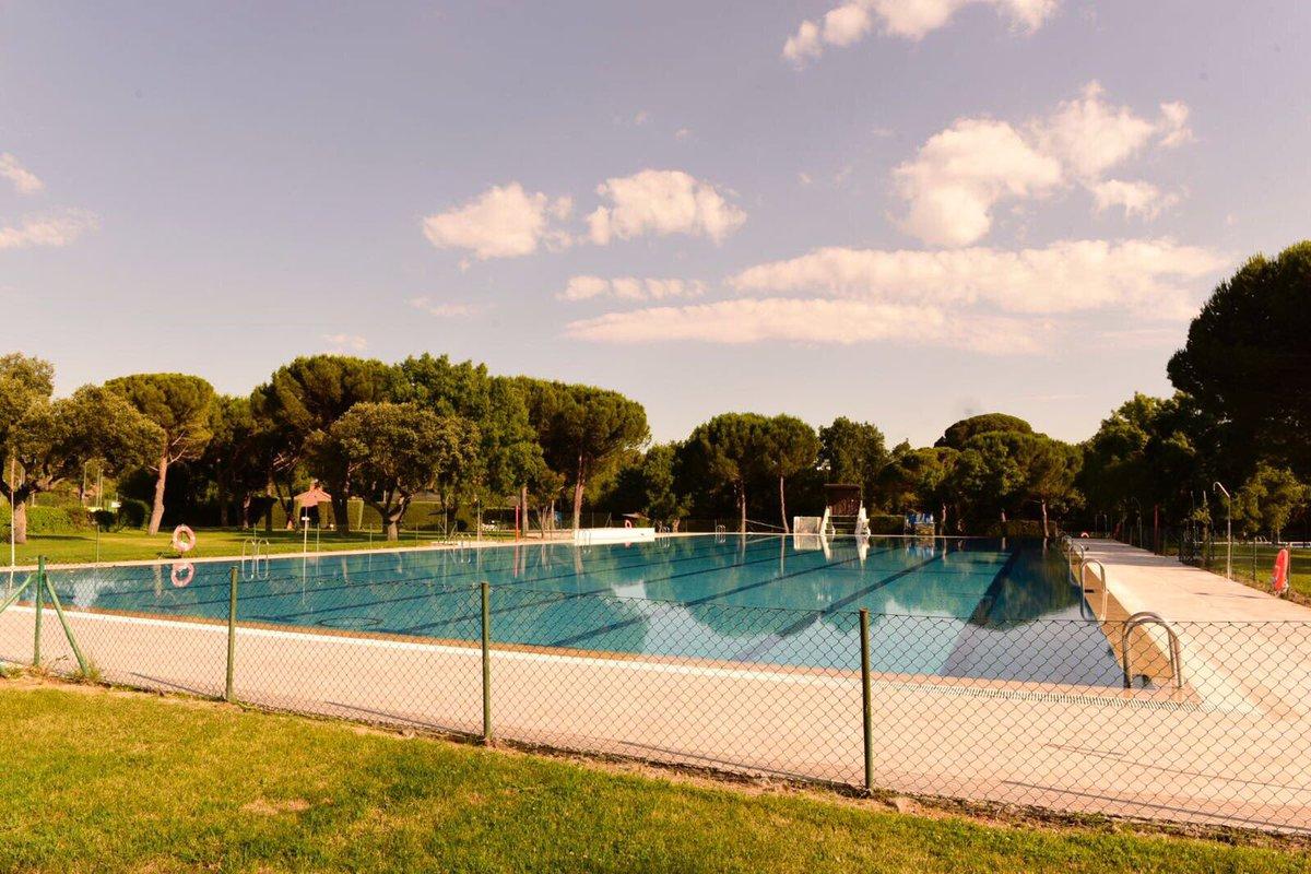 La piscina municipal abre este jueves teleboadilla for Piscina dos hermanas