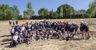 Más de setecientos escolares plantan 200 árboles entre Valdepastores y El Encinar en el Día del Árbol