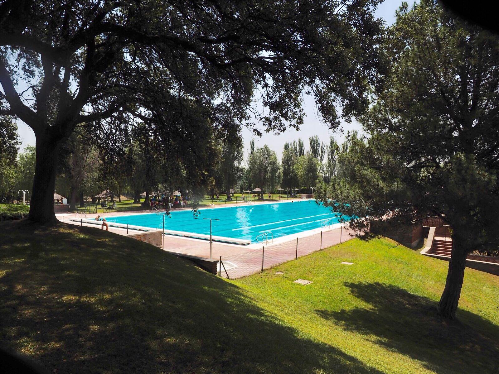 La piscina de las encinas al mismo precio que la municipal for Precio piscina municipal