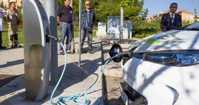 Repostaje de un vehículo eléctrico