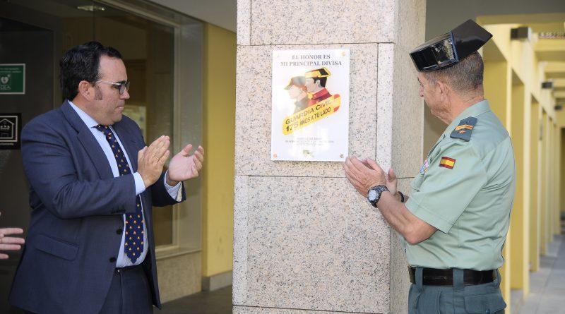 Placa en homenaje a la Guardia Civil en su 175 aniversario