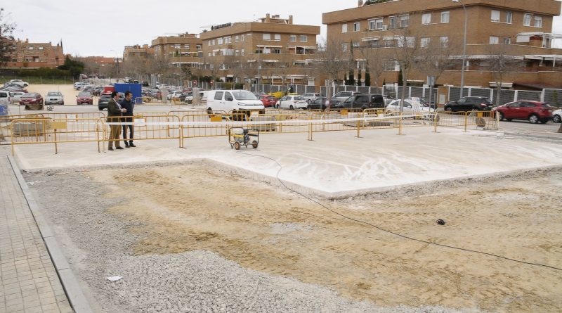 Obras de ampliación en el aparcamiento compartido por los centros de mayores y de salud de Secundino Zuazo
