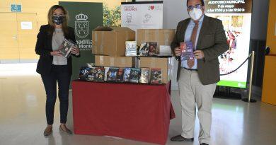 Teleboadilla. La empresa distribuidora eONESpain dona 500 DVD y Blu-ray para la nueva biblioteca y el centro de mayores Juan González de Uzqueta