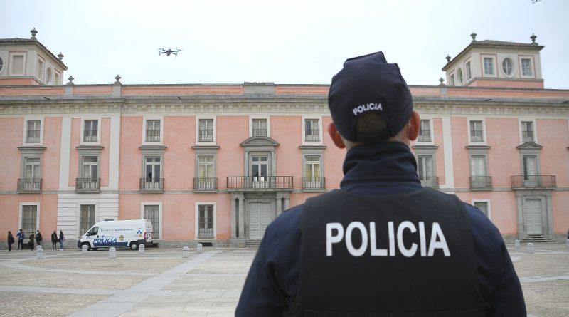 Teleboadilla. La policía de Boadilla vuela drones en frente del Palacio del Infante Don Luis